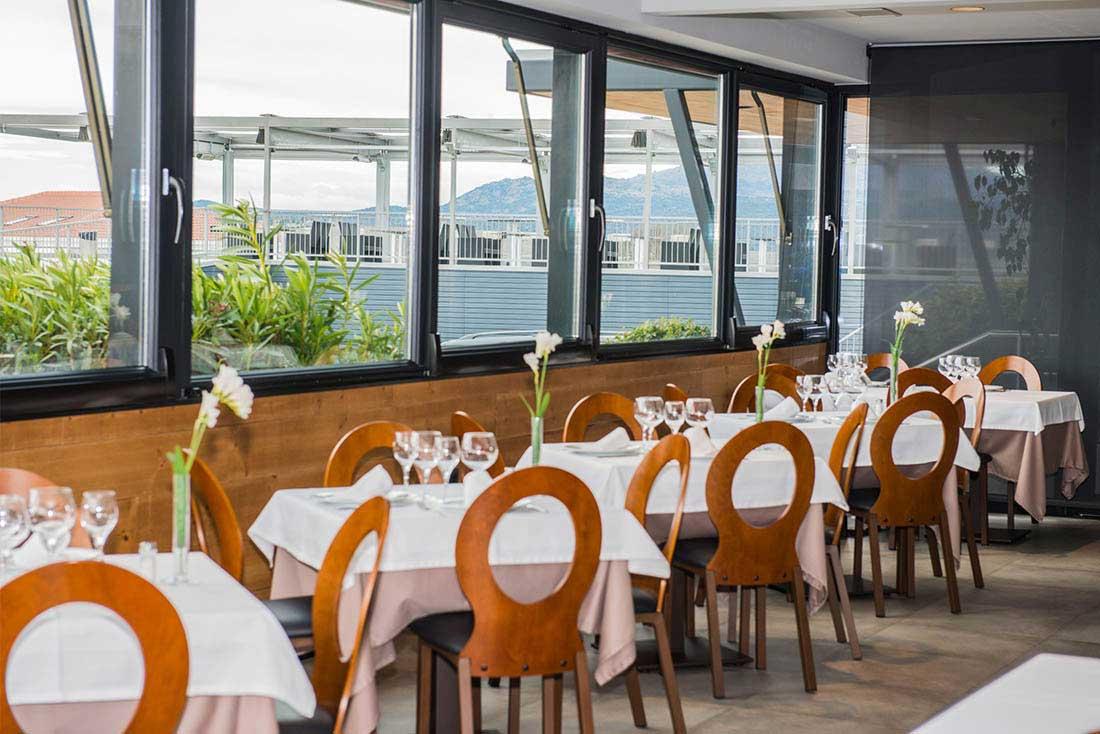 terraza restaurante angel burgueño pedrezuela